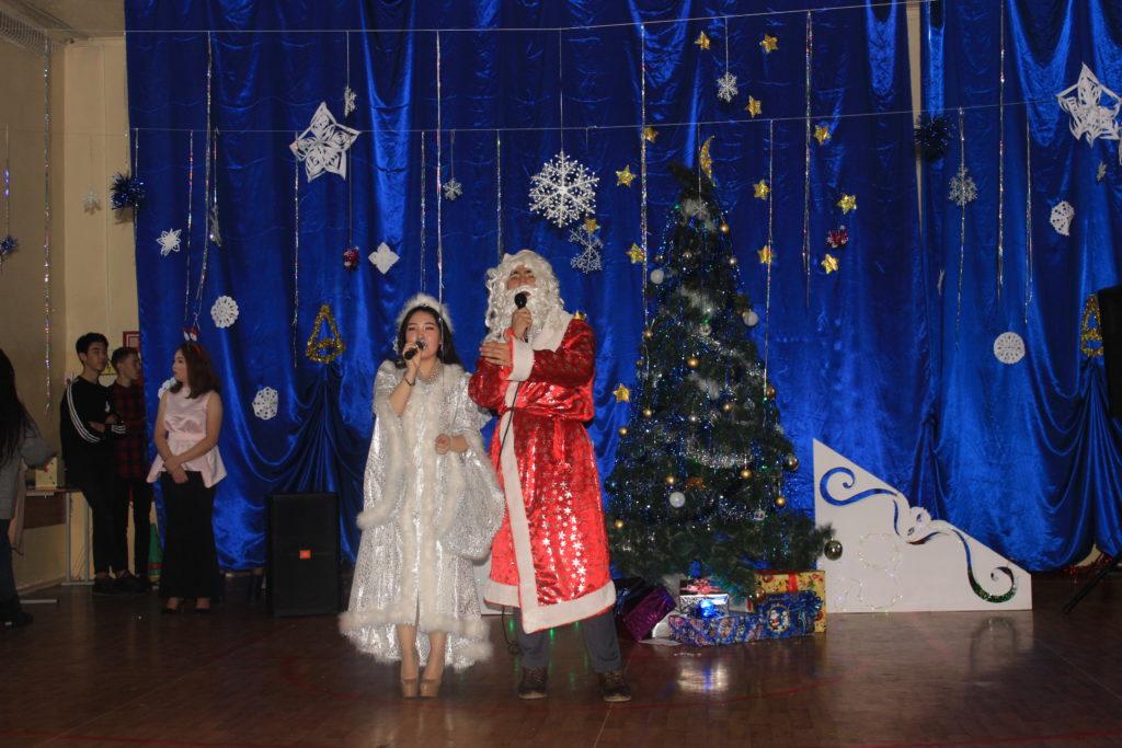 25-26 декабря в колледже прошли новогодние мероприятия среди обучающихся 1-4 курсов.