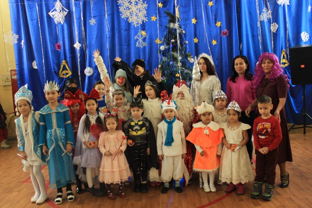 27.12.2018 г. обучающимися дошкольного отделения, группой Д-46, было подготовлено и проведено новогоднее мероприятие для детей сотрудников.
