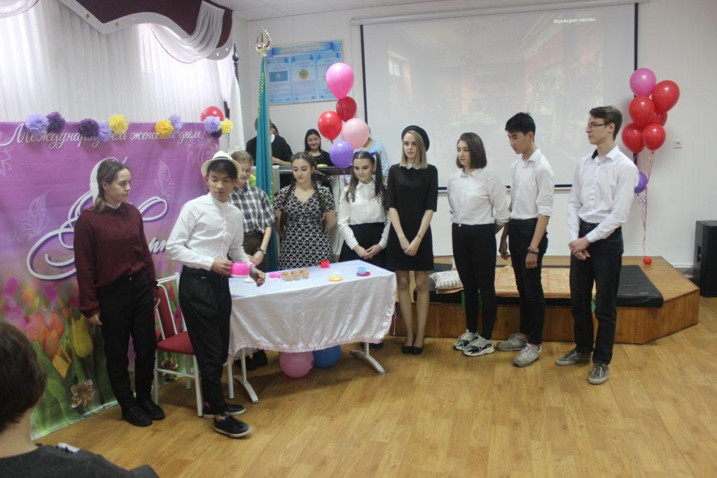 В рамках декады английского языка и перевода в АГГПК №2 05.03.2019 г. был проведен конкурс театральных постановок.